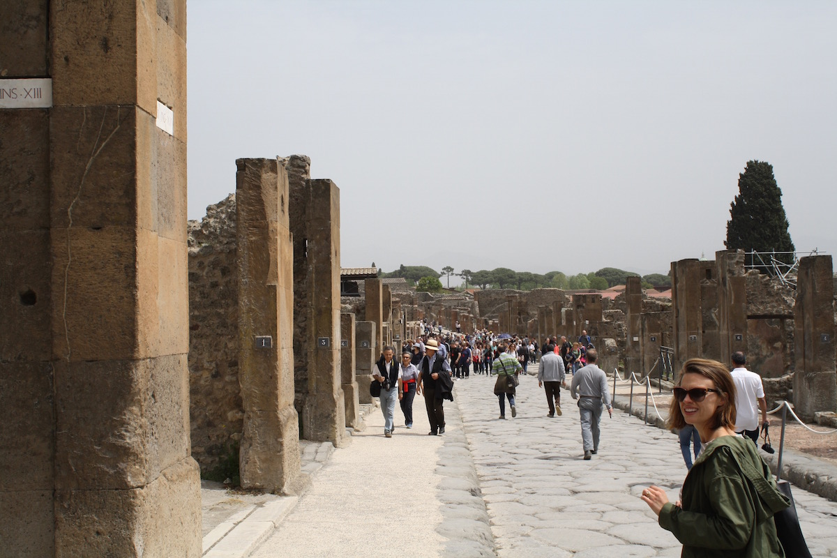 best tour of pompeii
