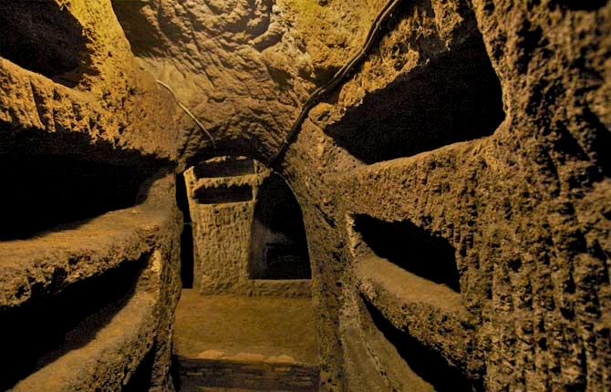 catacombs night tour rome