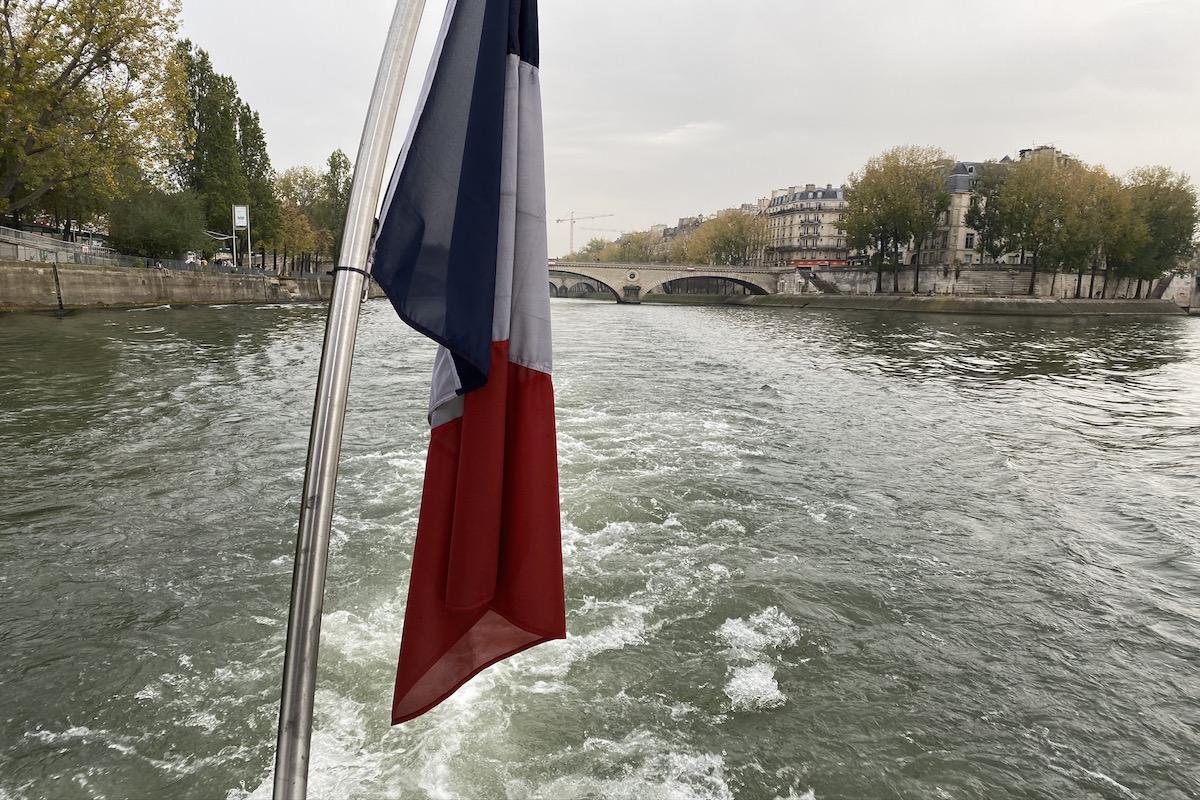 paris in a day tour livtours