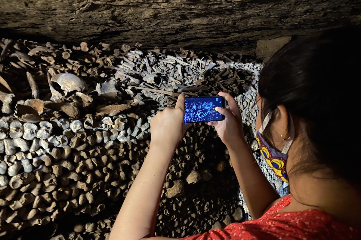 paris catacombs tour livtours