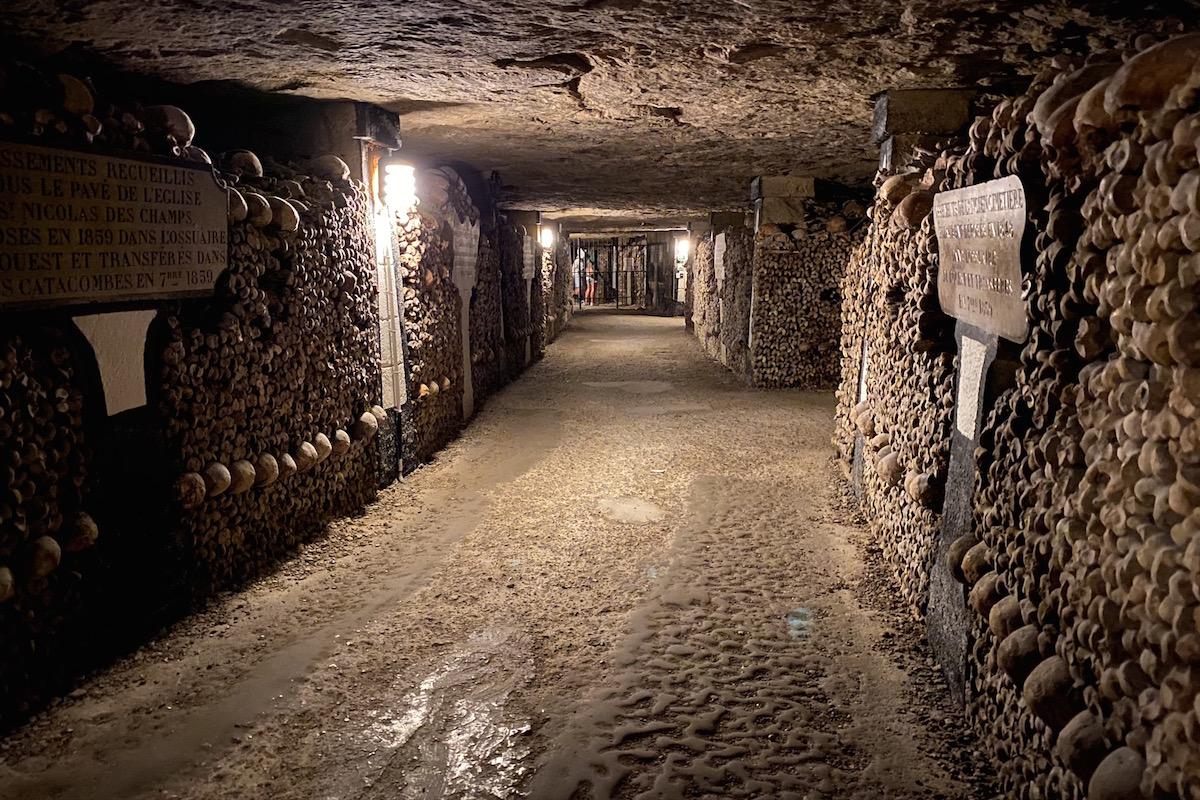 catacombs tour paris