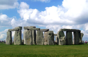 Bath & Stonehenge from London LivTours