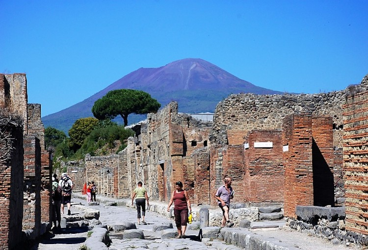 best pompeii and herculaneum tour